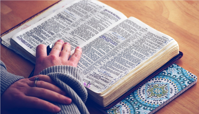 4 Bible Verses That Encourage Technology in Ministry