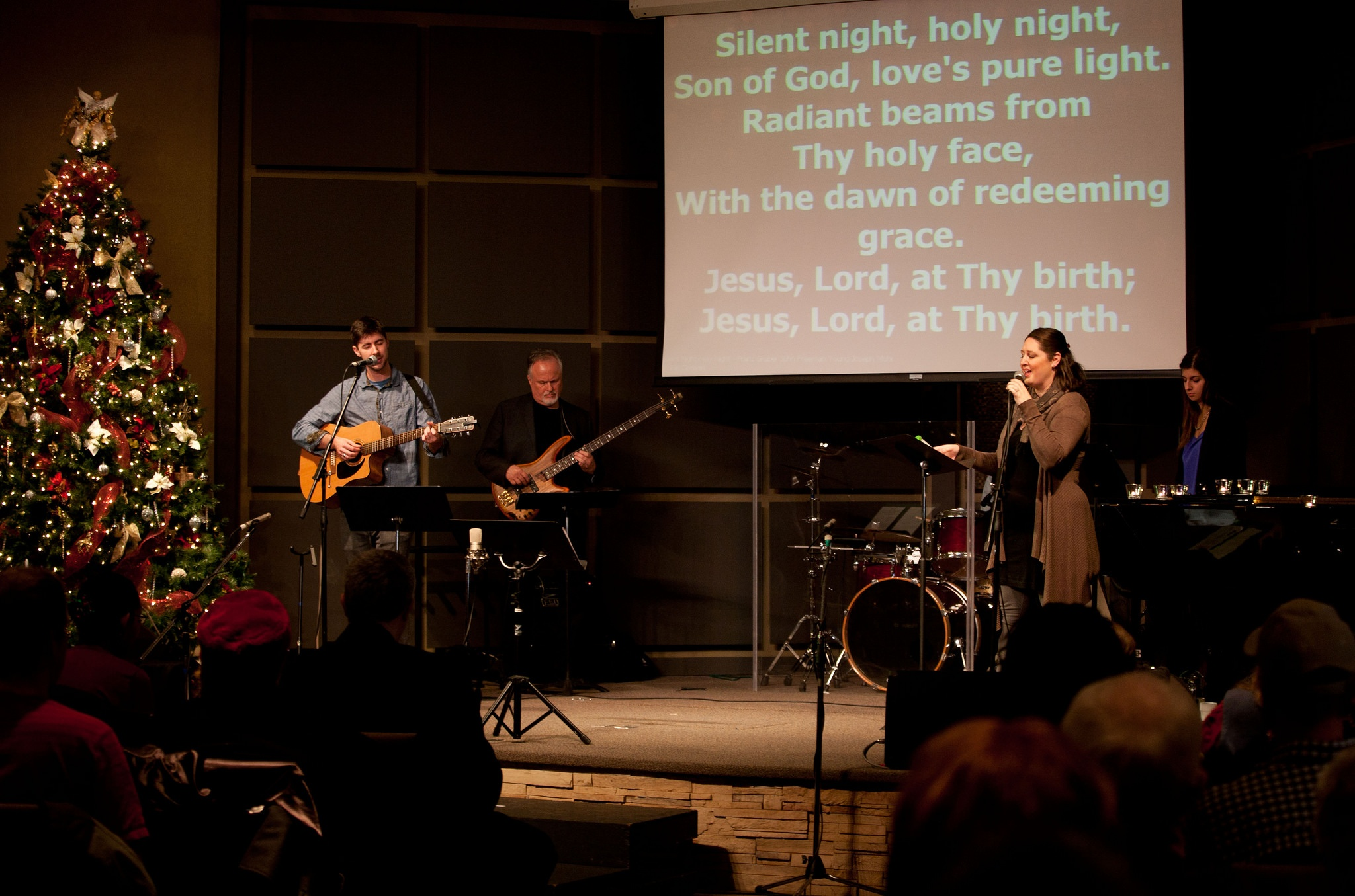 A church uses technology to project lyrics on stage